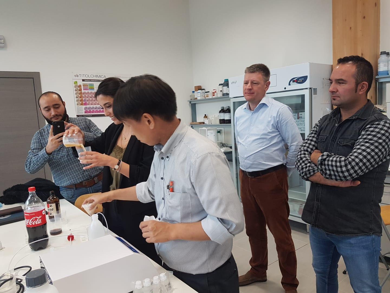 Corso di formazione per distributori KEM in Europa - dimostrazione in laboratorio